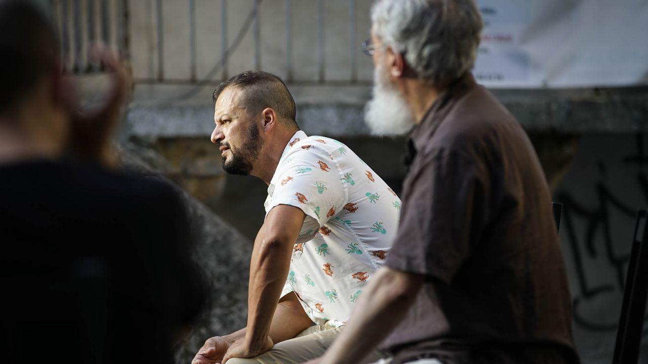 Tres vellas (polo menos)  en la plaza de San Xoán