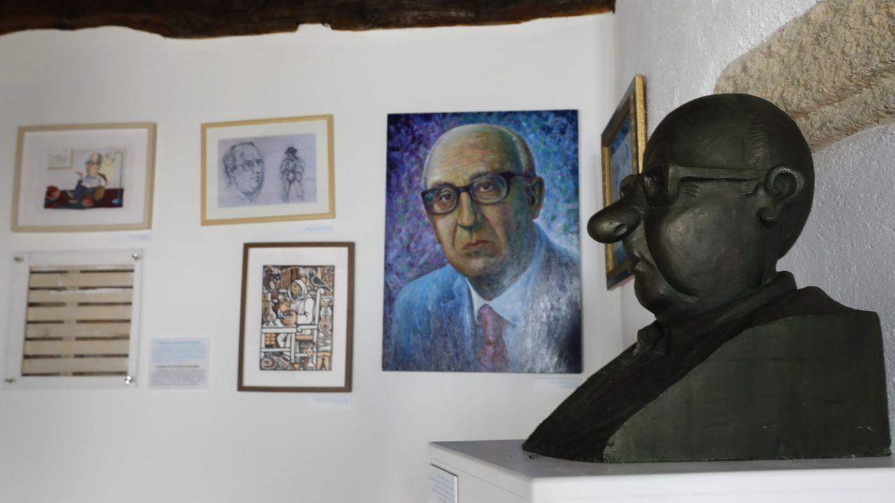 Busto e imaxes de Cunqueiro, na casa-museo dedicada a el en Mondoñedo