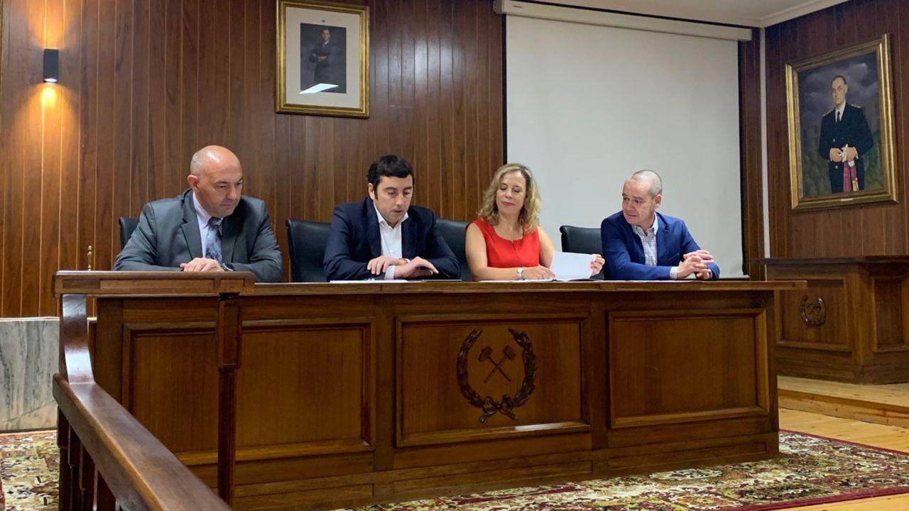 Juan Carlos Aguilera, director de FAEN; Genaro Sanz, alcalde de Llanera; María Belarmina Díaz, directora General de Energía, Minería y Reactivación y Adriano Mones, presidente de AEDIVE