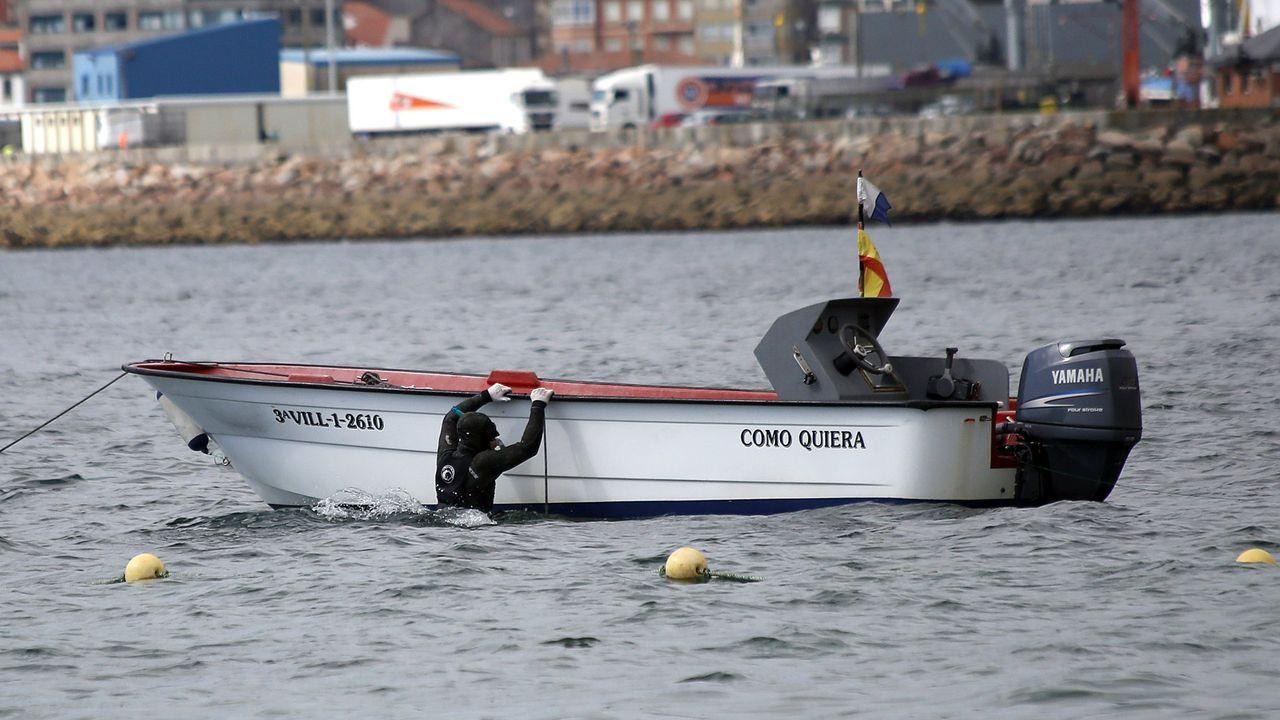 O Roncudo entregó su tesoro: las imágenes del primer día de percebe.Dos de las tres embarcaciones retenidas en Santoña, el pasado sábado
