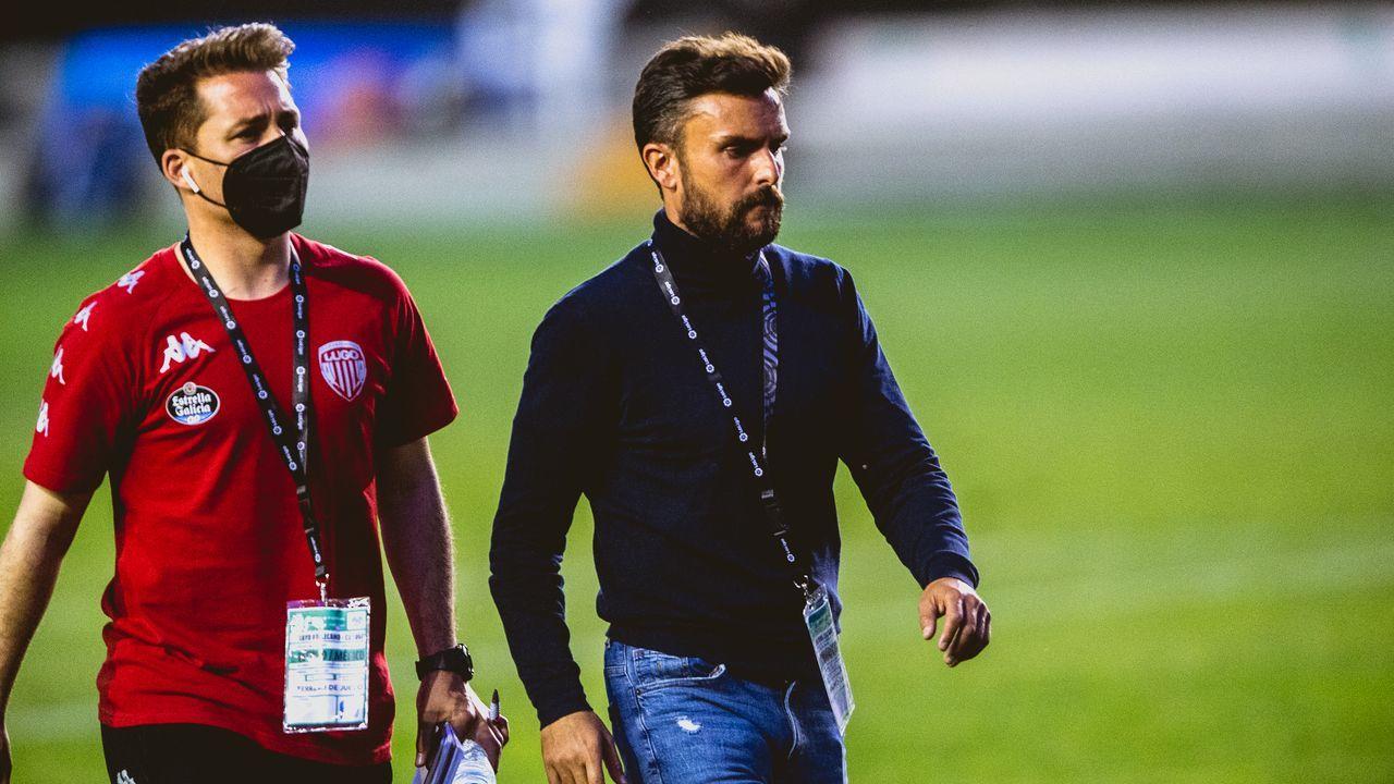 La afición recibe a Lugo tras su permanencia en segunda.Rubén Albés y Tino Saqués, el día de su presentación