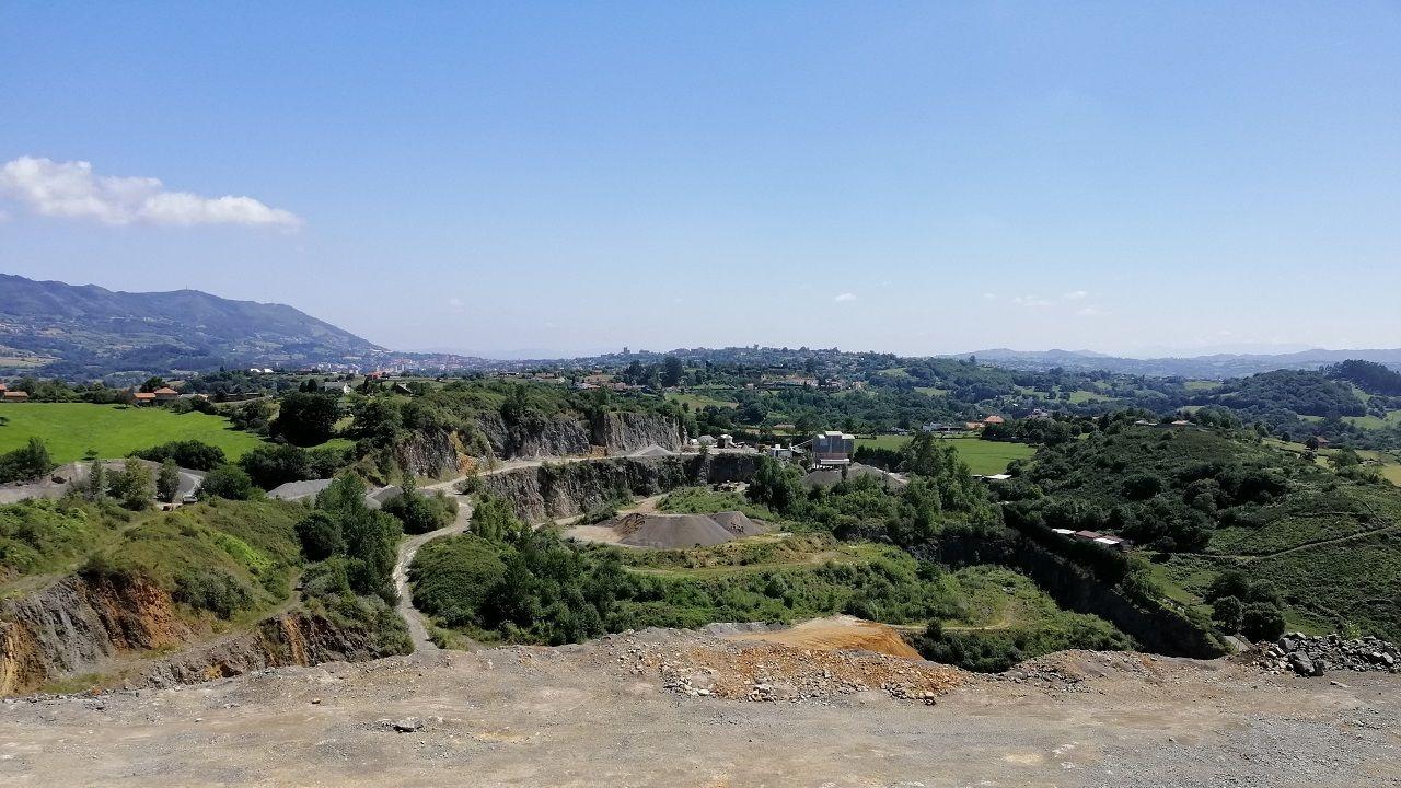 Vista de parte de las instalaciones que Canteras Cárcaba tien en Priorio