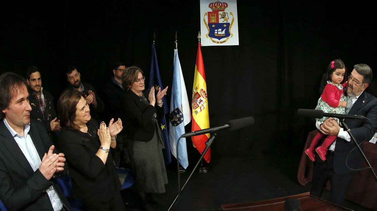 El concello de Muros entrega la medalla de hijo predilecto a Juan Gestal
