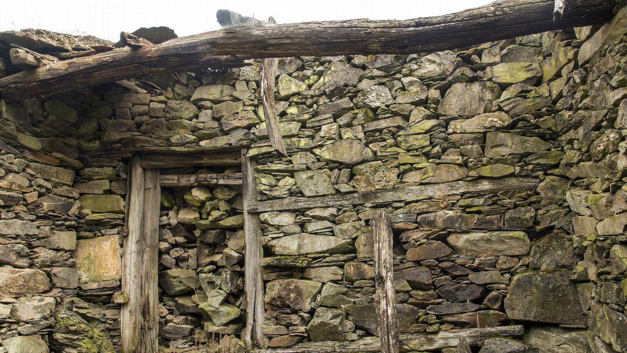 Ruinas de las antiguas cuadras que pertenecieron a un párroco de la iglesia de San Antonio
