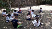 En el colegio Sagrado Corazon de Celanova algunas de las clases se dan en la huerta, siguiendo las indicaciones de los expertos de aprovechar el máximo el exterior