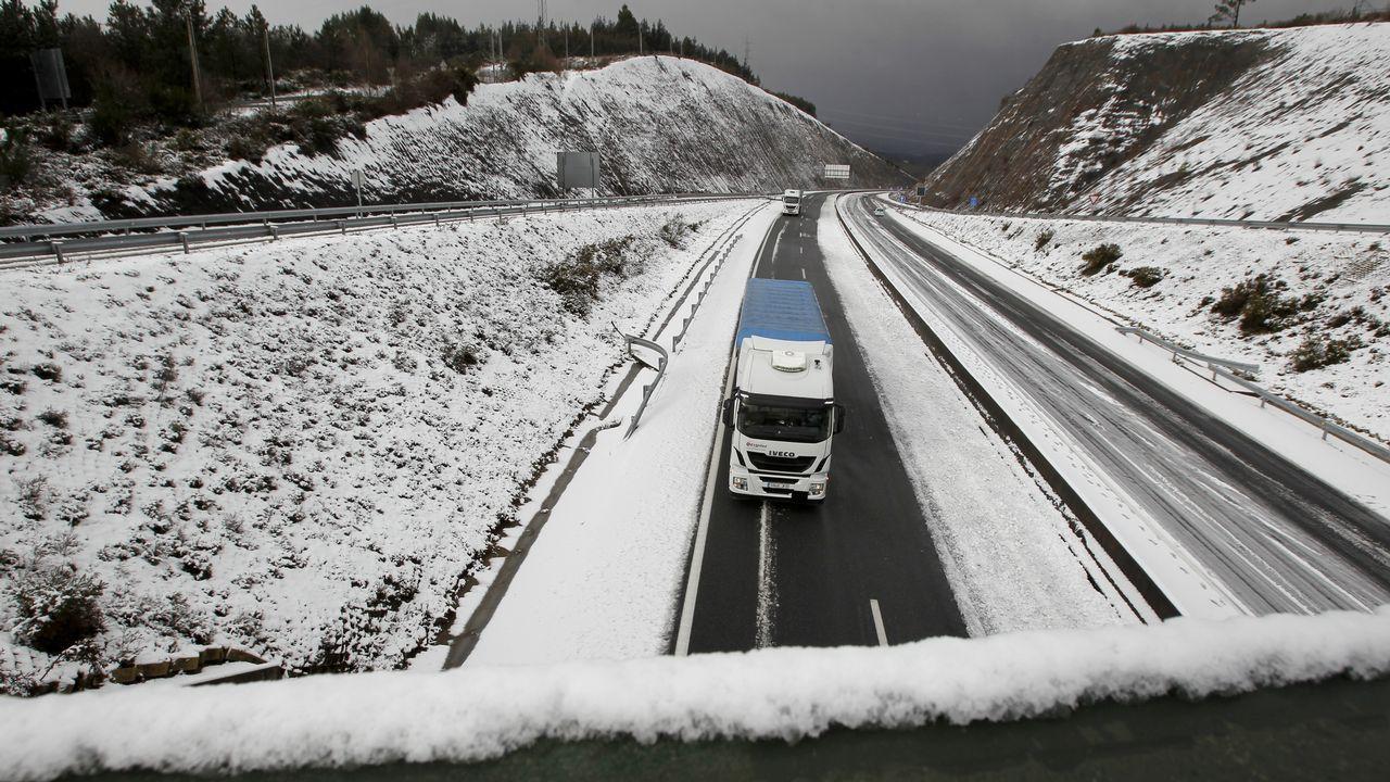 La nieve regresa a As Pontes y pasa por Vixía Herbeira.Foto de archivo del pantano de As Forcadas, situado en Valdoviño.