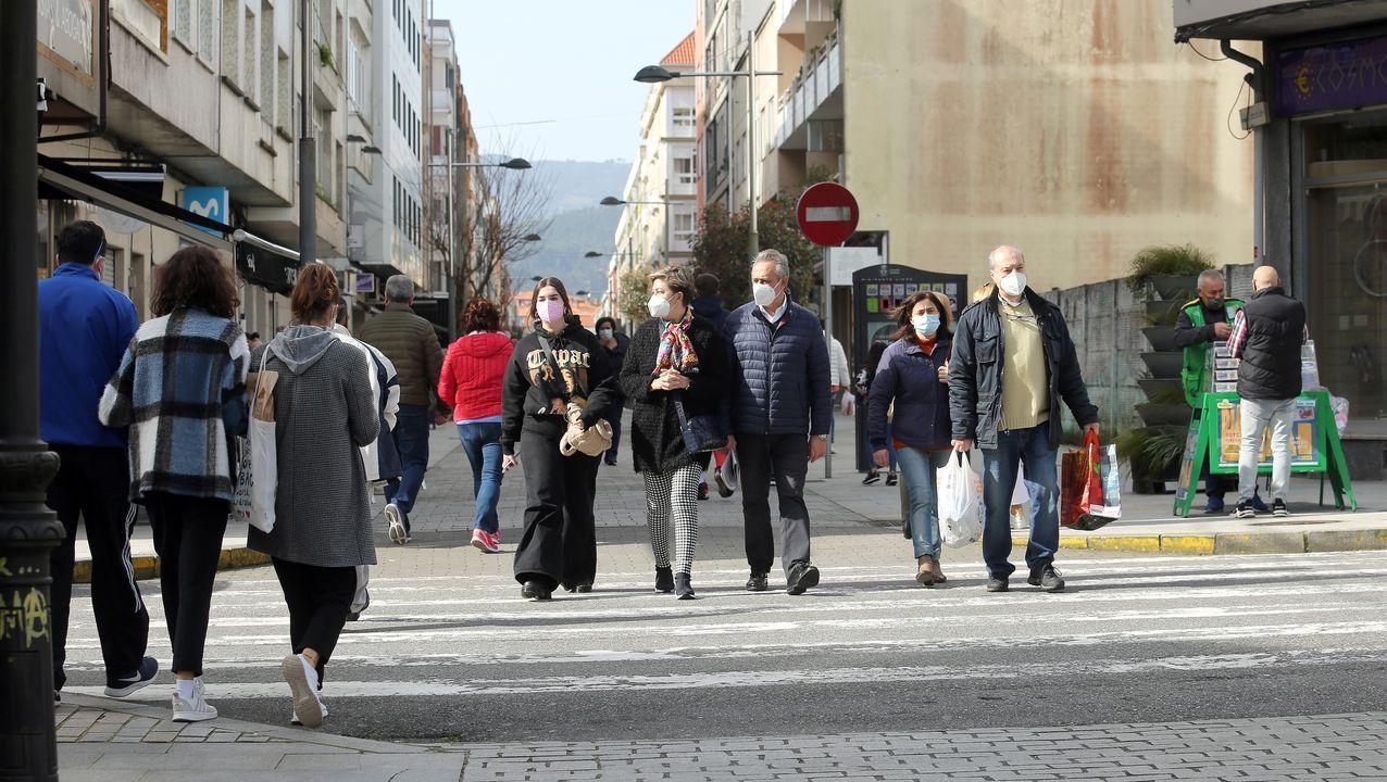 Imagen de la calle peatonal de Boiro, municipio que estuvo 73 días en nivel extremo de alerta por covid al superar los 250 de incidencia acumulada