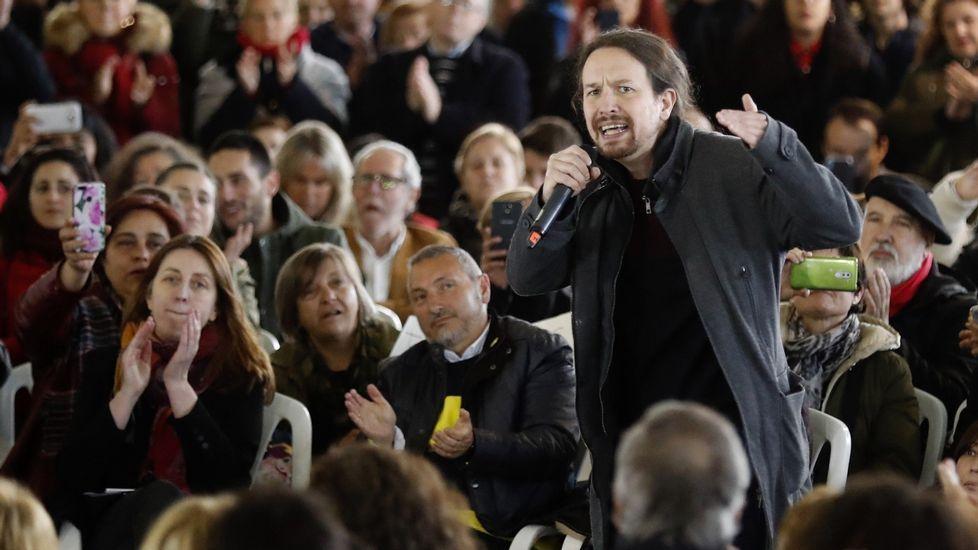 El secretario general de Podemos y candidato a la Presidencia del Gobierno, Pablo Iglesias, durante el acto que la formación morada ha celebrado hoy en el polideportivo La Camocha de Gijón