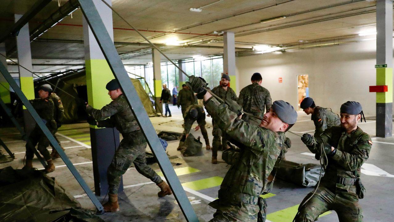 ambulancia, coronavirus, Asturias, Principado, HUCA.El ejército inició jueves la instalación de un hospital militar de campaña de unos 400 metros cuadrados, junto a la zona de Urgencias del HUCA