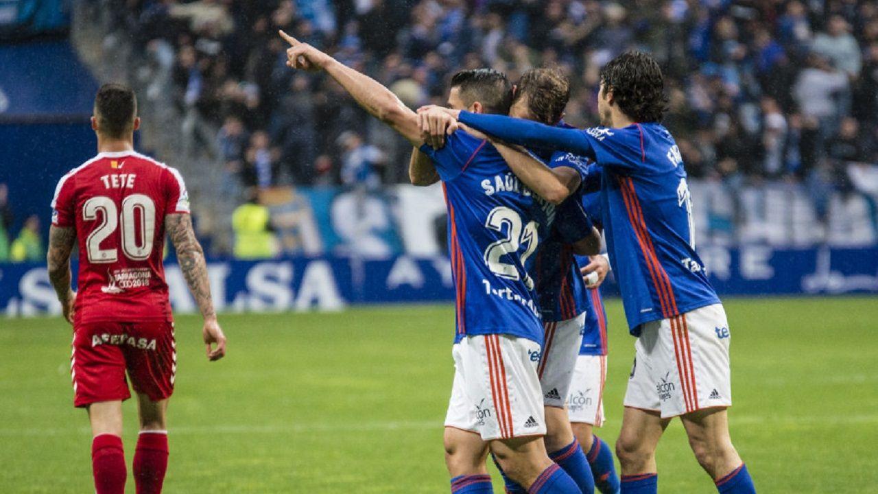 Gol Saul Berjon Carlos Hernandez Fabbrini Real Oviedo Nastic Carlos Tartiere.Saul celebra su gol junto con Carlos Hernandez y Fabbrini