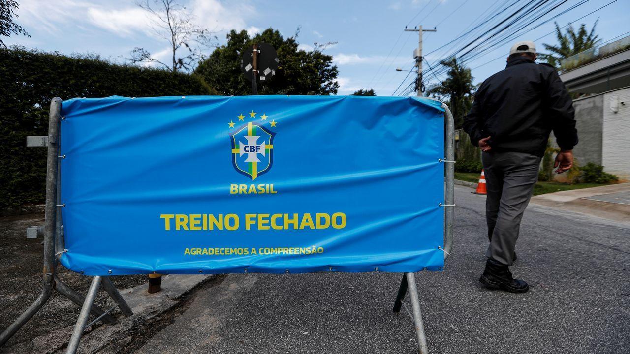 Bolsonaro, con Macri y una camiseta de la seleccion brasileña