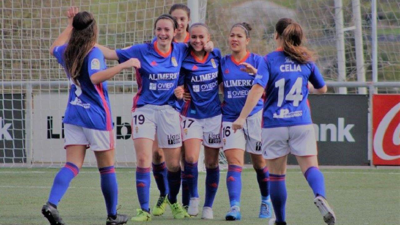 Real Oviedo Femenino Horizontal.Las futbolistas azules celebran un gol  frente al Gijón Fútbol Femenino