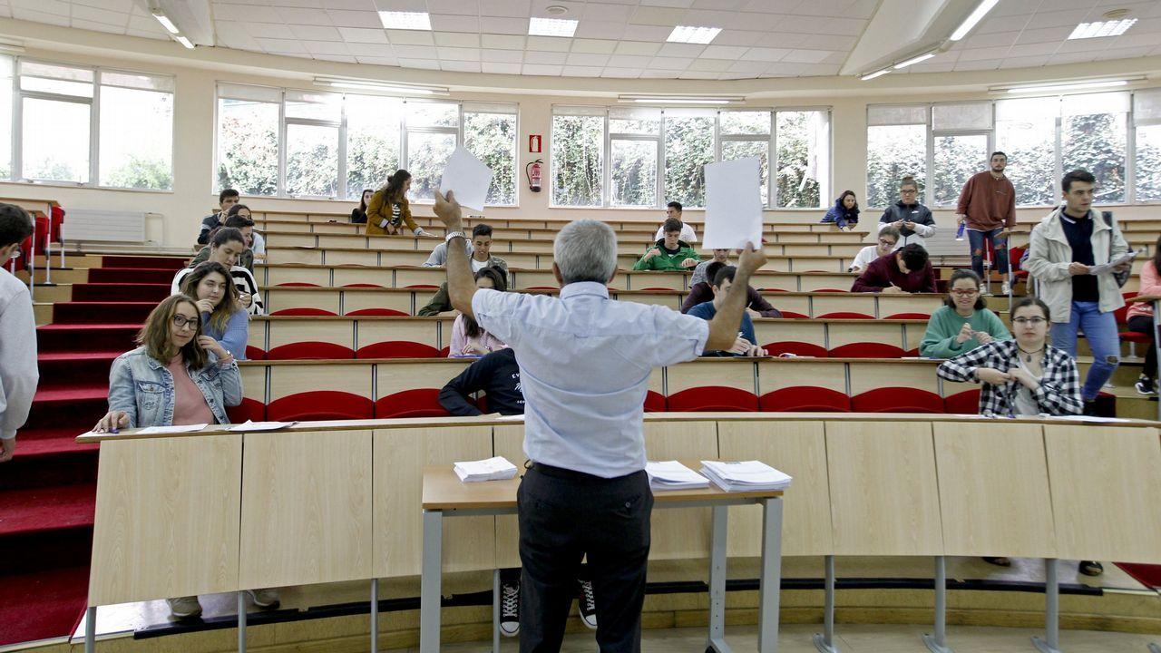 El 'error' fiscal que derrocó a Màxim Huerta.Graduación de los alumnos de Medicina, en la Universidade de Santiago de Compostela