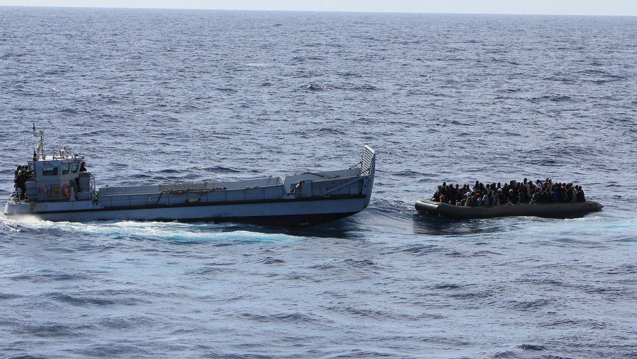 La embarcación de Salvamento Marítimo Salvamar Talía, encargada de rescatar este martes a 43 personas, remolcó también el sábado a un cayuco rescatado cerca de Canarias