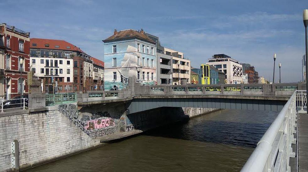 Molenbeekh.Jóvenes pasean por Gijón