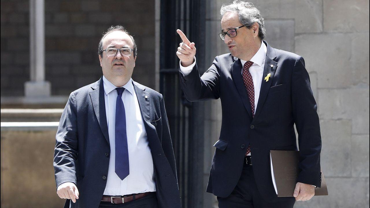 Junts no se da por aludido. Eusebi Campdepadrós y Josep Costa, de JxCat, evitaron recoger la notificación del Tribunal Constitucional. El presidente de la Cámara, Roger Torrent, de ERC, sí lo hizo al igual que el resto de miembros de la Mesa de Ciudadanos y del PSC