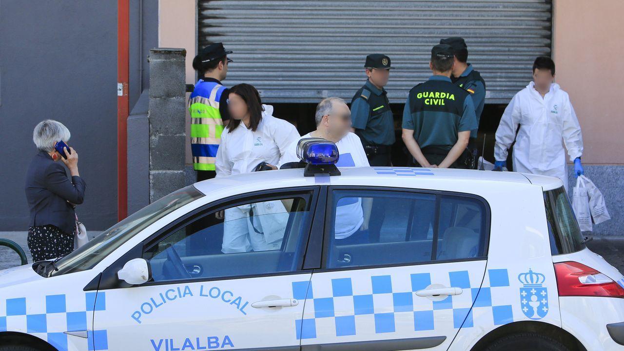 EL EQUIPO DE CRIMINALISTICA DE LA GUARDIA CIVIL ABANDONA EL GARAJE DE LA VIVIENDA