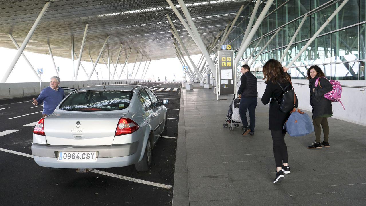 Tensión y prisas en el aeropuerto para no pagar en el párking exprés