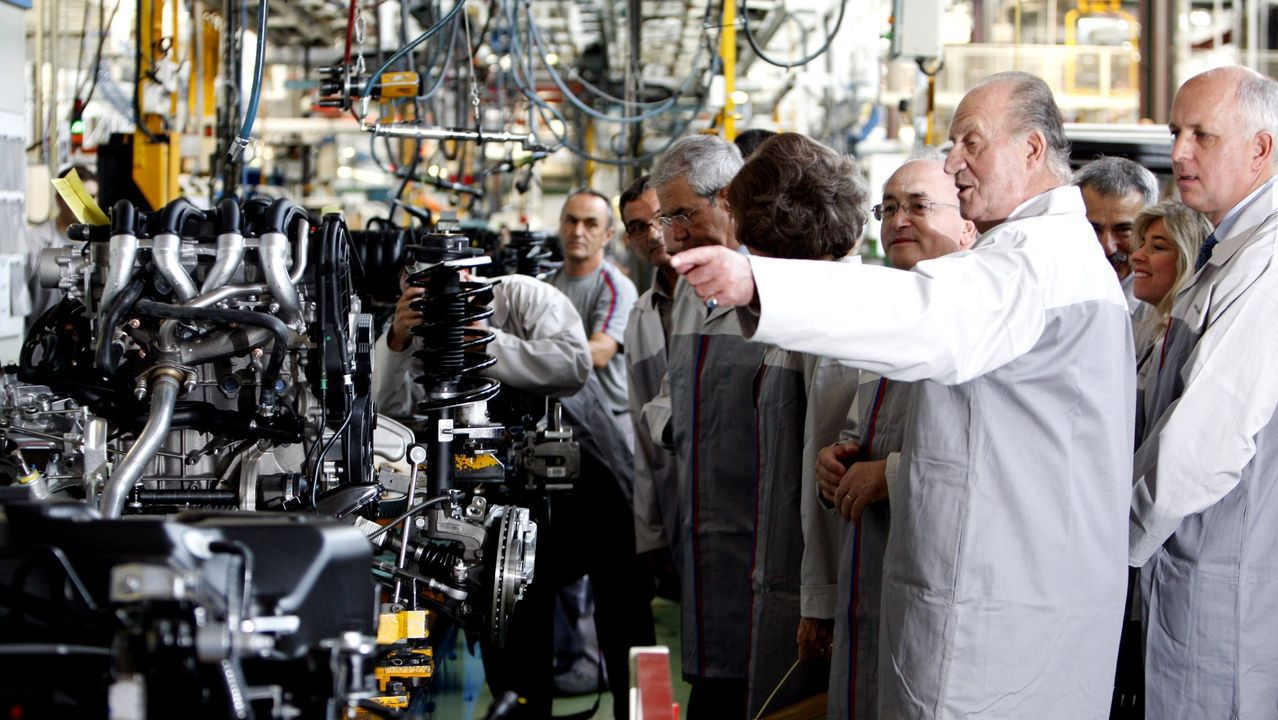 Los reyes recorriendo la factoría de PSA en Vigo en el 2008