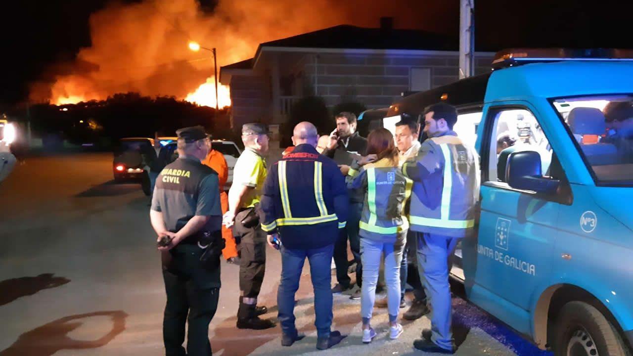 Alerta en A Gudiña por un incendio cerca de las casas
