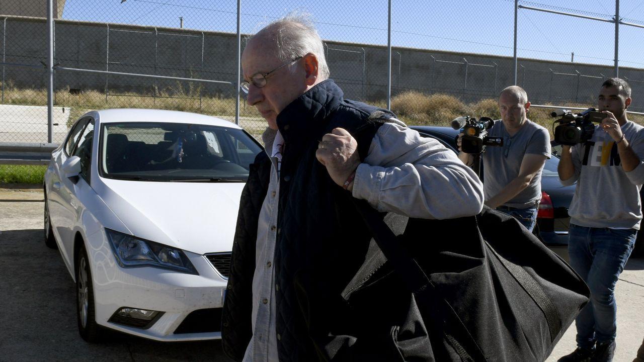 Rato entra en Soto del Real.Estanislao Rodríguez-Ponga, durante el juicio, a través de las pantallas de televisión