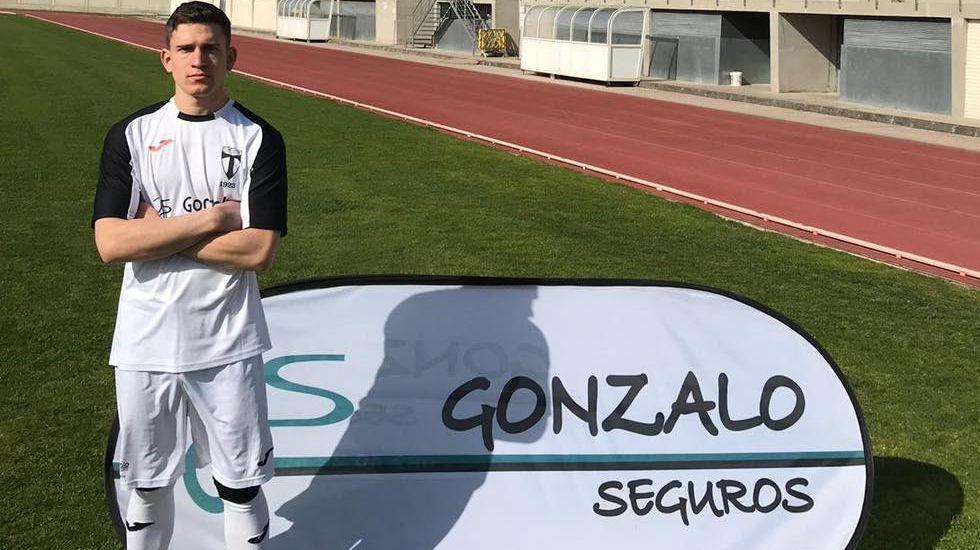 Triunfo del Pontevedra CF ante el Covadonga.Gabriel Brazão, en El Requexón
