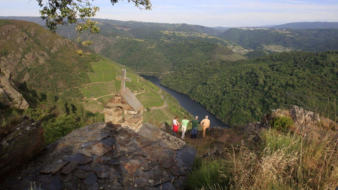 Un grupo de turistas observa el cañón del Sil, en una imagen de archivo