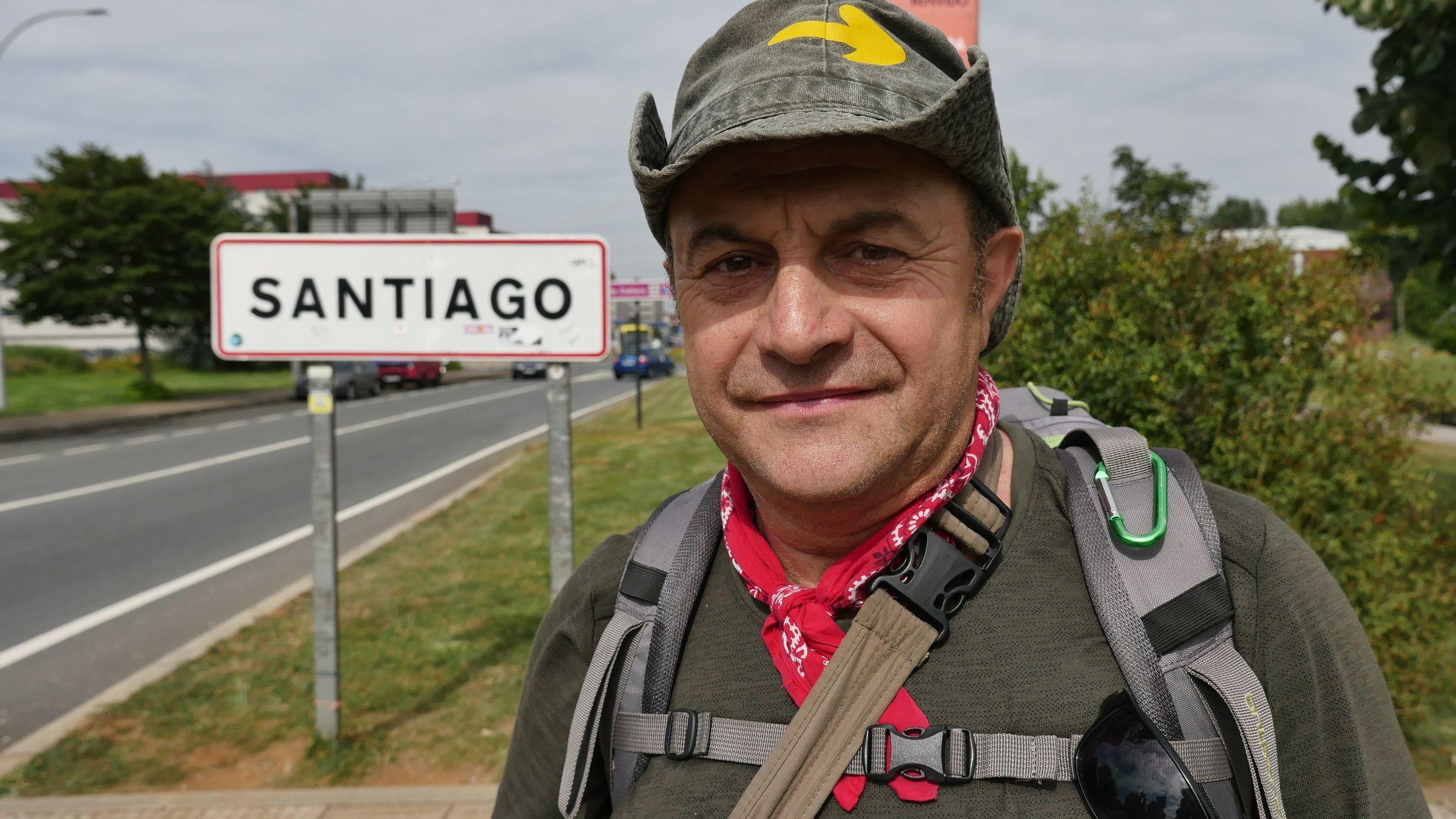 El cartel de Santiago recibe a los caminantes que ya saben que están a punto de completar su recorrido