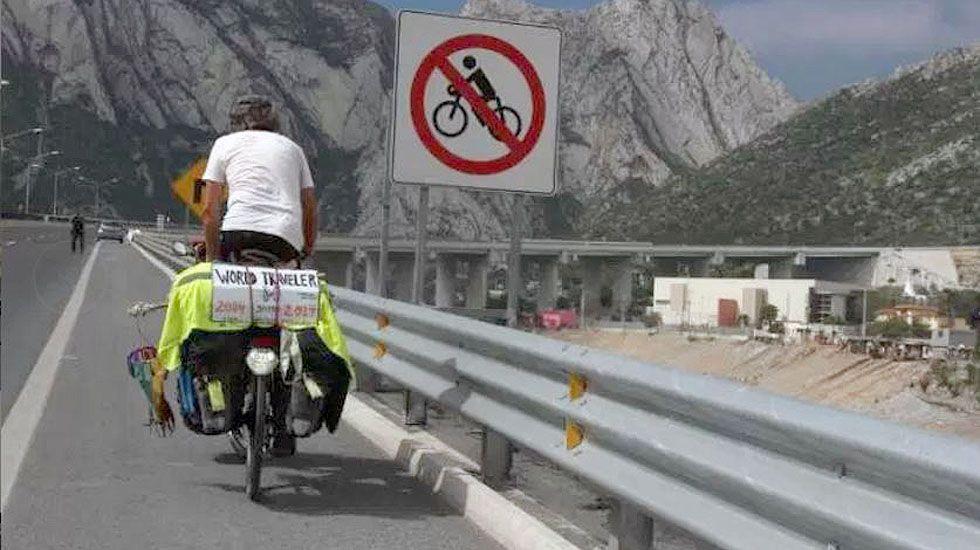 Álvaro Neil pedalea por las carreteras de México.Álvaro Neil pedalea por las carreteras de México