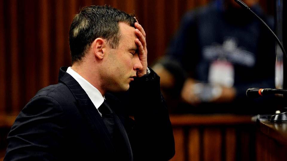 El vídeo de la reconstrucción de Pistorius.Pistorius abraza a su hermana durante la jornada de este martes del juicio