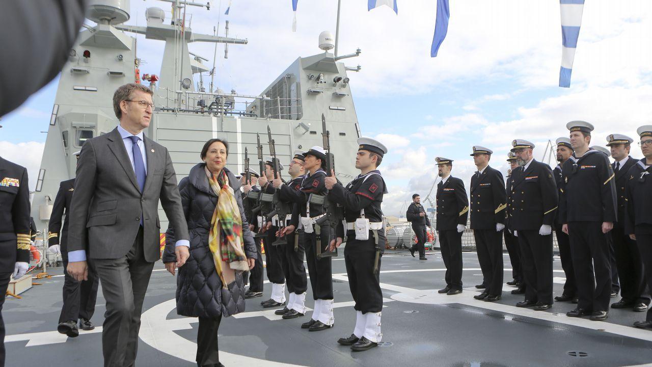 Entrega del BAM Furor a la Armada en Ferrol.Alberto Núñez Feijoo y Emilio Pérez Touriño, en una imagen de 2006