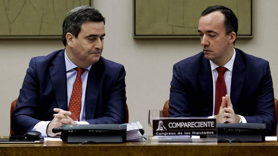 Mordazas en el Congreso de los Diputados.Cardenal y Martínez, durante su comparecencia