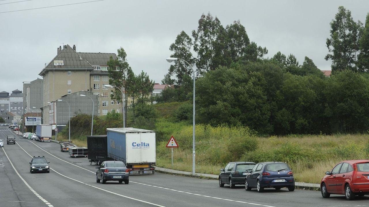 La A-6 bordea Lugo por el este y tiene cuatro accesos a la ciudad