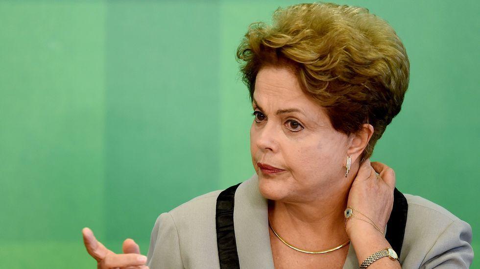 Manifestación en Brasil contra Rousseff.El delegado de Iberdrola en Galicia, junto a Francisco Conde y Patricio Fernández, director general de Industrias Ferri ante la grúa.