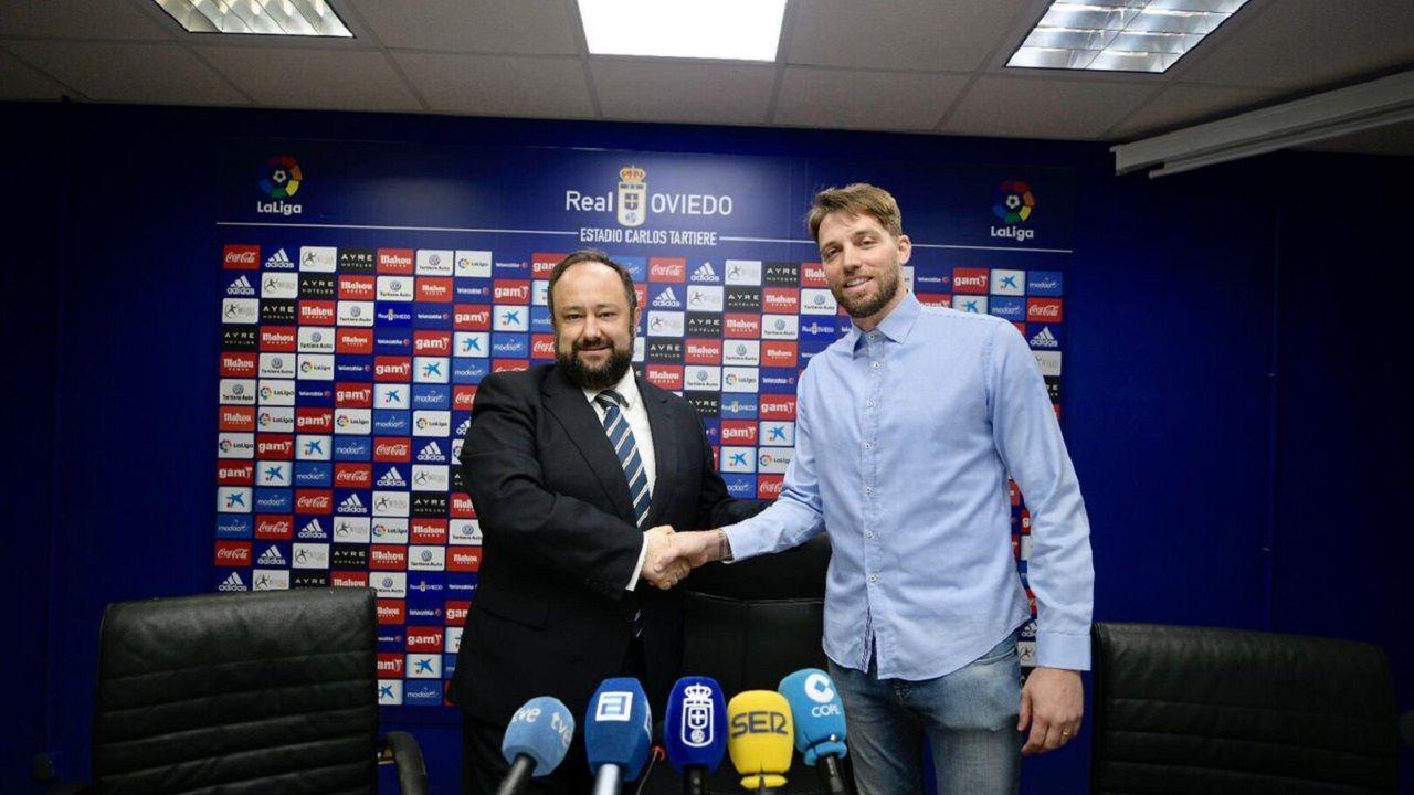 Jorge Menéndez Vallina y Michu en el Carlos Tartiere