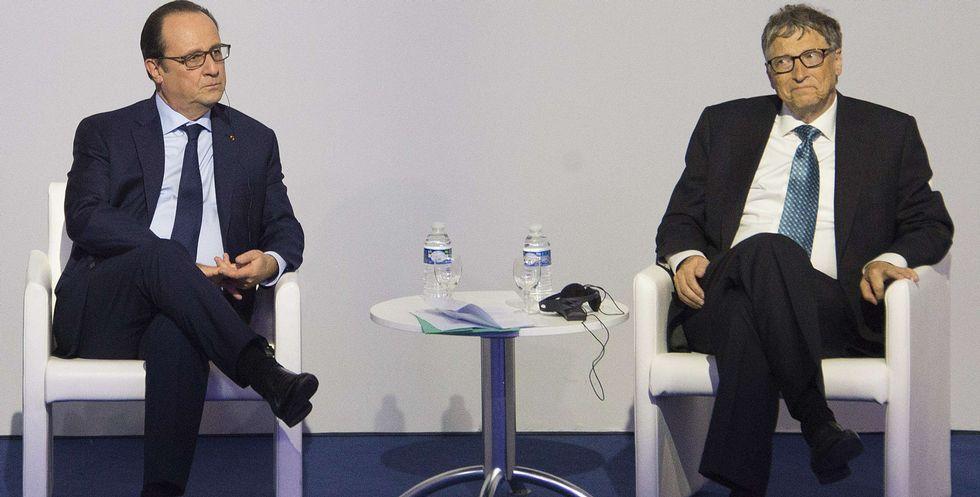 Así fue la primera entrega con un dron de Amazon.Gates, con Hollande, en la presentación de la alianza en París.