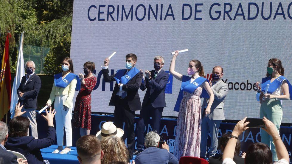 Ceremonia de graduación en el Centro Superior de Hostelería de Galicia.Susana Martínez y Juanma Mata, padres de dos jóvenes con distrofia muscular de Duchenne, en un alto del Camino, en San Lázaro.