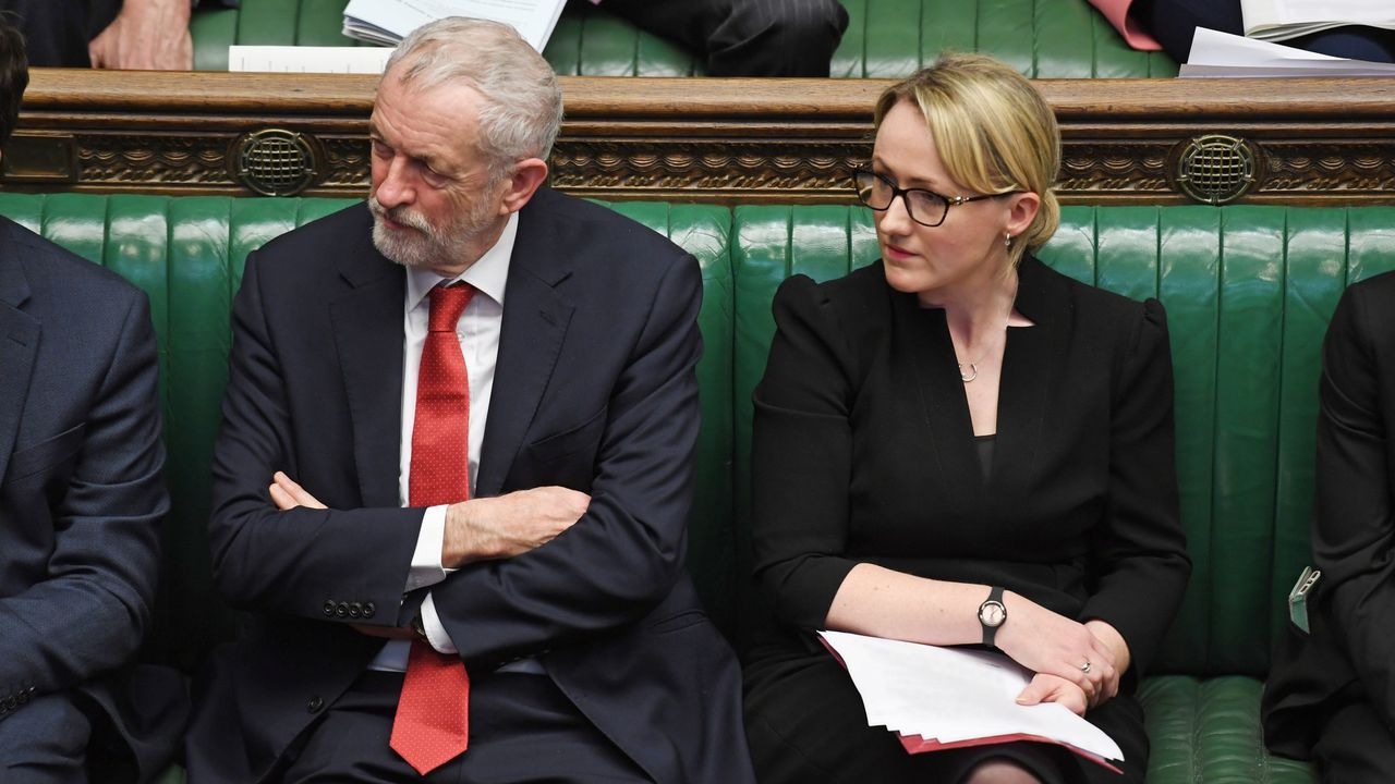 Jeremy Corbyn y Rebecca Long-Bailey, en el Parlamento