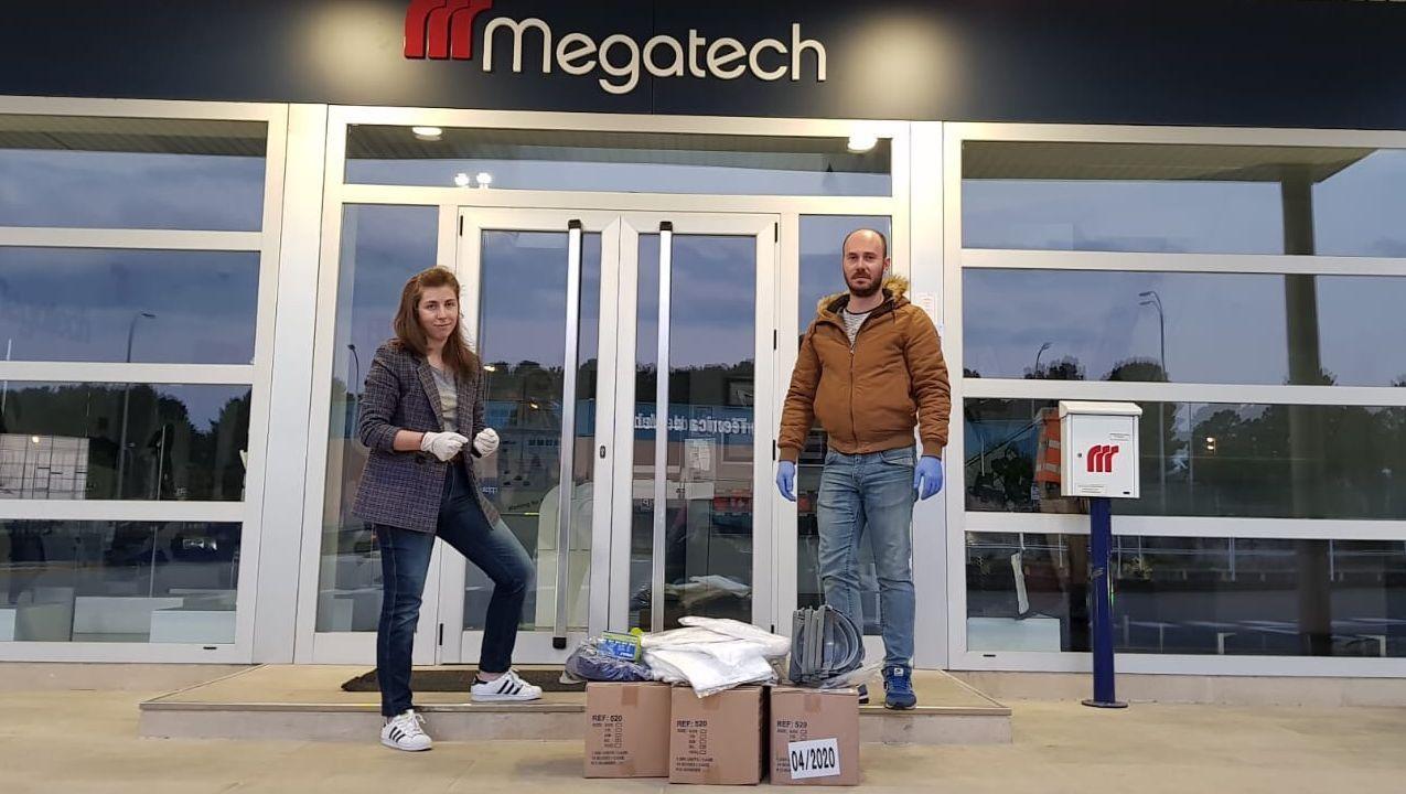 Veciños de Cortegada confeccionan mascariñas nas casas para repartir entre os veciños.La empresa Megatech donó material a la residencia de Celanova.