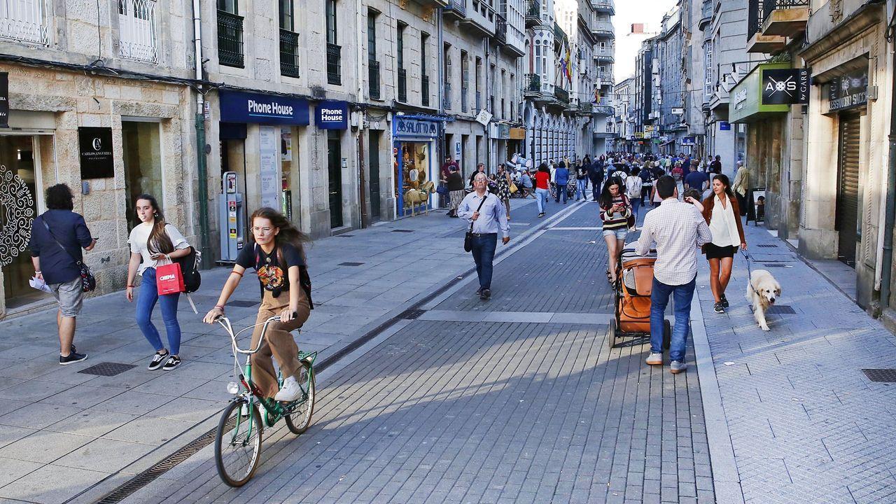 Ciclistas participantes este domingo en un acto de homenaje a las víctimas de accidentes de tráfico en Vigo