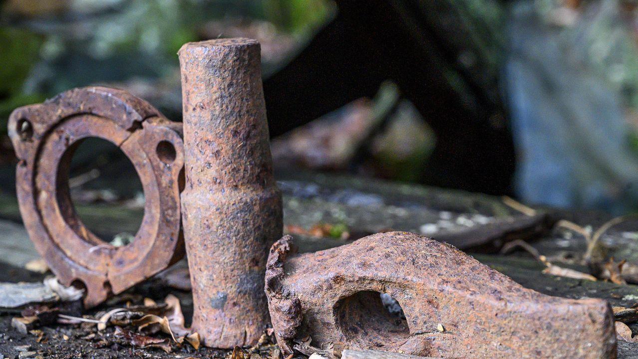 Antiguas piezas de hierro en la fragua de Antonino