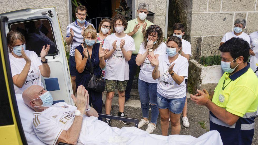 Manuel Vázquez fue el último paciente en abandonar la uci-covid del CHUO en la primera ola de la pandemia