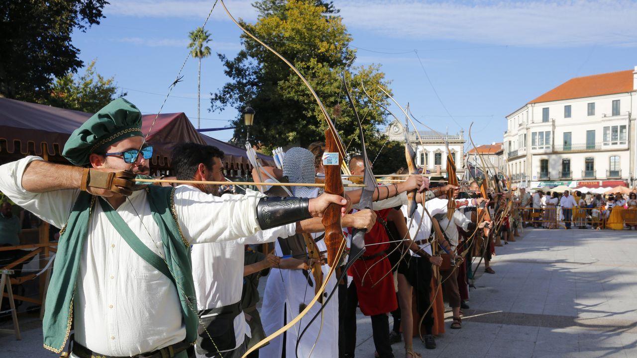 Búscate en la Feria Franca (álbum 2).La imagen de la plaza de España de Pontevedra abarrotada en las fiestas de la Peregrina difícilmente se repeitrá este año