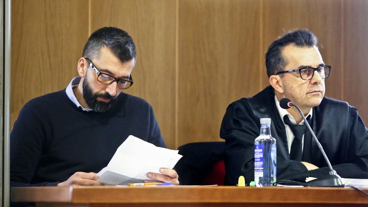César Adrio, a la izquierda, durante una de las sesiones del juicio