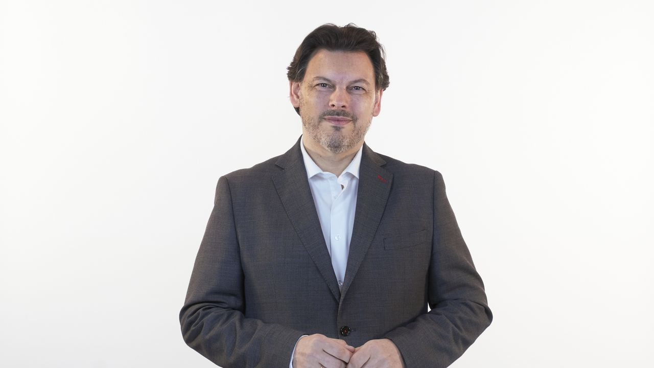 Antonio Rodríguez Miranda, número 5 del PP por Ourense. A Bola, 1967. Licenciado en Ciencias Biológicas por la Universidad de Santiago de Compostela. Desde diciembre del 2012 hasta la actualidad, ha ocupado el cargo de Secretario General de Emigración. Secretario Ejecutivo de Emigración del PP de Ourense, ha sido miembro del Comité Ejecutivo del PPdeG desde el 2006, siendo Subsecretario y Portavoz del Comité Directivo en el período 2009-2012.