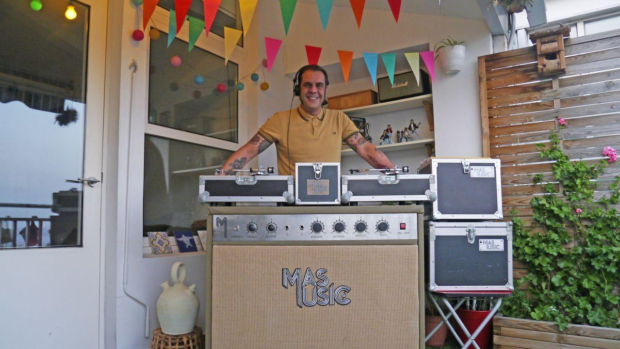 El creador de Mas Music ha decidido animar la hora del aperitivo desde su terraza en A Coruña