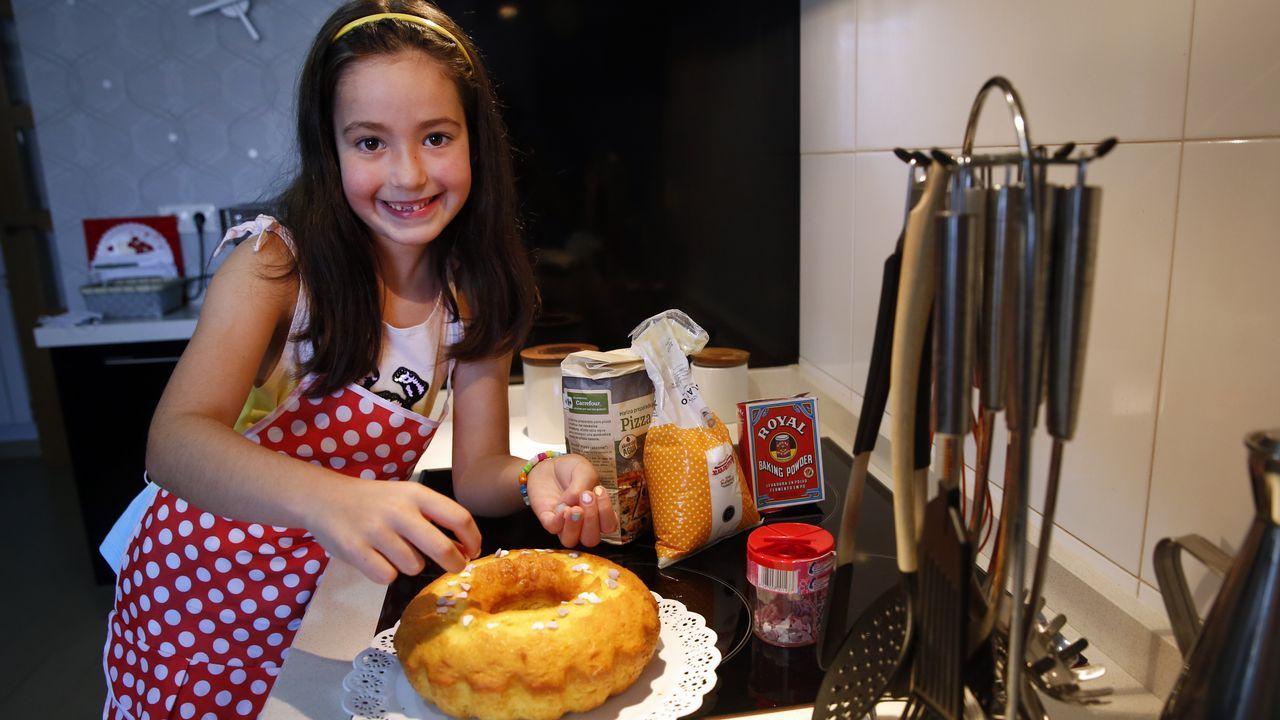 Michael, el último expulsado de «MasterChef».Lara Oubiña, 8 años, Vilagarcía. Es su postre preferido. «Para mí es bastante fácil porque lo hago mil veces», cuenta Lara, al tiempo que detalla minuciosa cada paso de la receta. Una receta le enseñó su abuela Manola, «mi cocinera favorita». De hecho, confiesa, «estoy deseando que acabe el curso para irme a casa de mi abuela. Allí es donde más cocino. Y este verano quiero hacer helados».