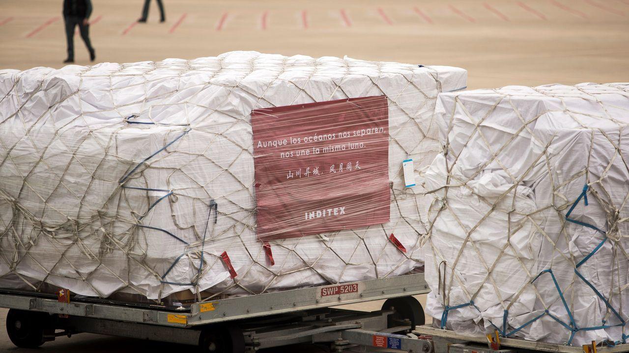 El vuelo de Atlas Air tomó tierra a las 11.30 horas con 1,5 millones de mascarillas donadas no solo por proveedores de Inditex, si no también con colaboración de otras firmas