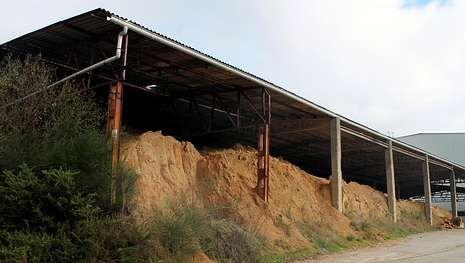 El yacimiento romano de Punta Borralleiro y playa de O Cocho, en primer térmiono, está a escasos metros del Museo do Mar.