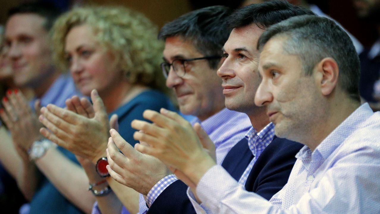 Gonzalo Caballero, en el centro, junto al expresidente del Congreso y exlendakari Patxi López, este domingo en O Saviñao